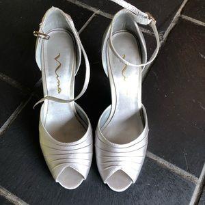 Nina silver heels size 7